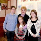Патрина Галина Алексеевна со своими ученицами (слева направо): Аболихина Ира, Березина Даша, Байдукова Анна