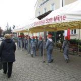 Дети шахтеров добывают соль для сувениров. г. Величка